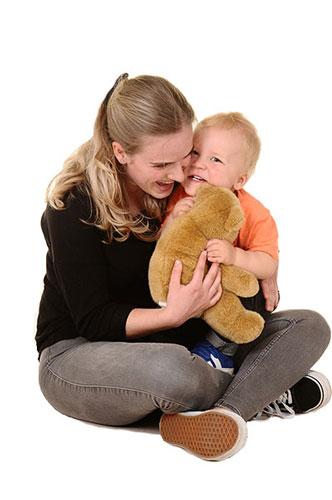 Nannies Jonkerbos - Leidster met een kind.