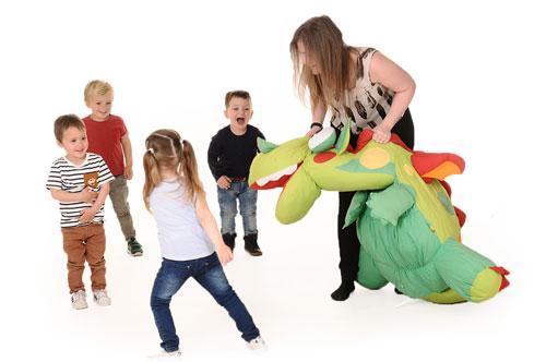 Kinderopvang Elst - Nannies kindjes aan het spelen