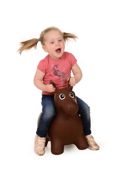 meisje op een paardje
